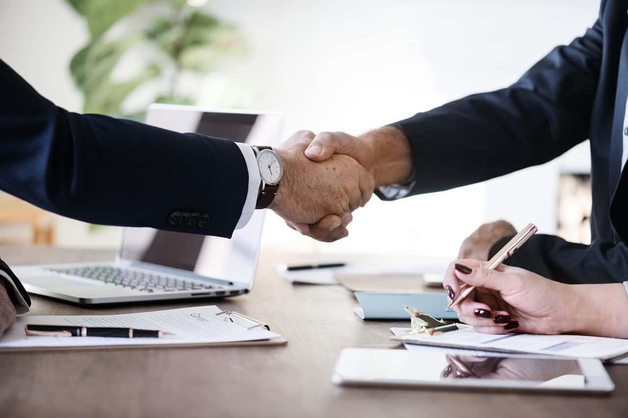 Mit jelent az együttműködési kötelezettség a szerződések esetén?