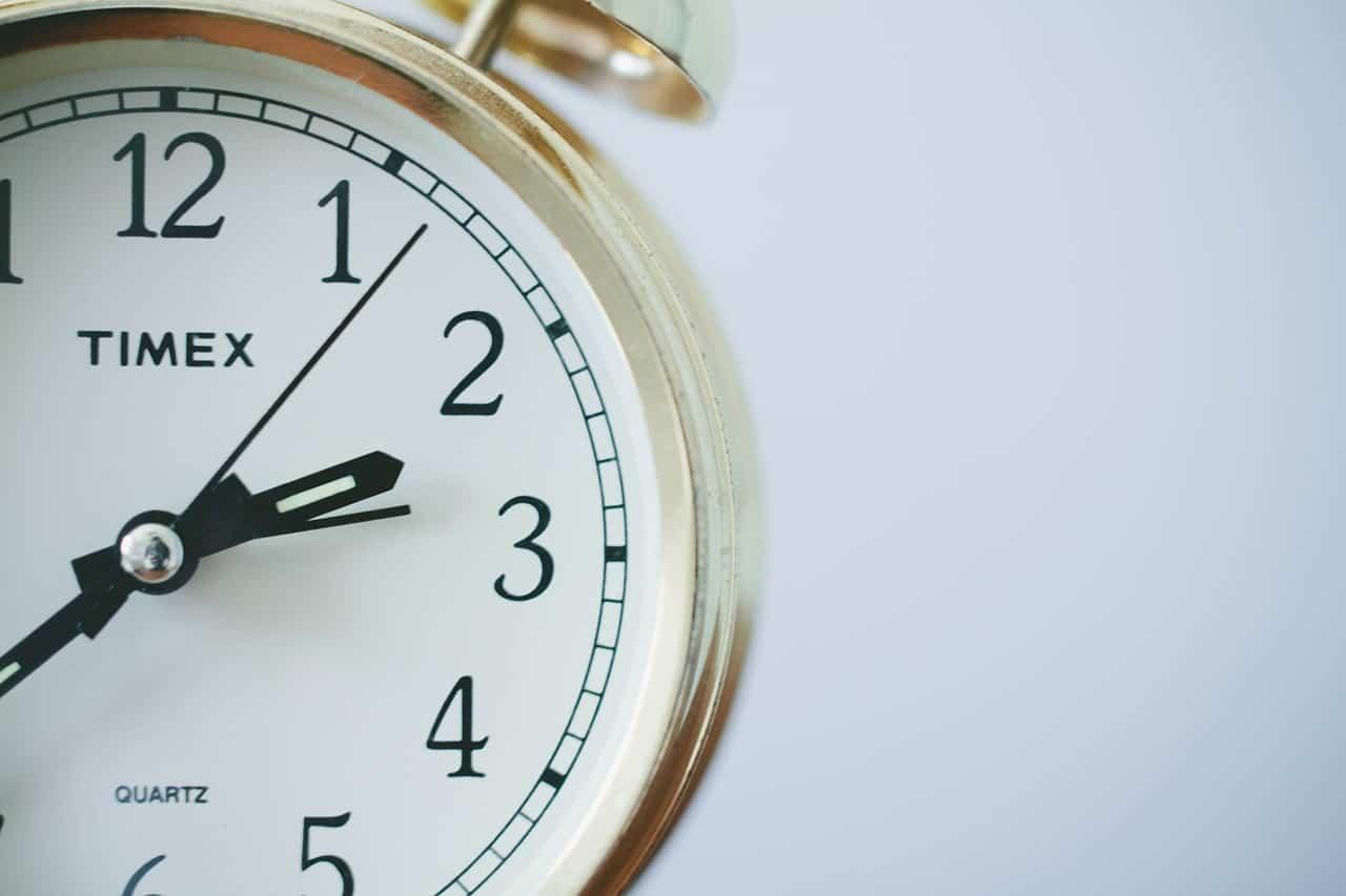Mikor köteles a munkáltató a munkaidőben való távollétet megengedni?